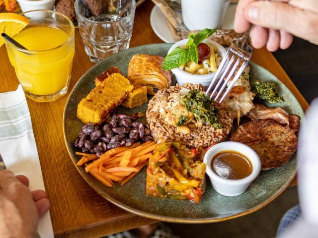 Loui's Corner Brunch Vitaminé - Grande assiette composée