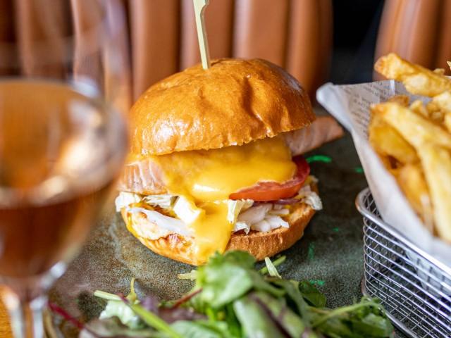 Loui's Corner Cheeseburger Saumon