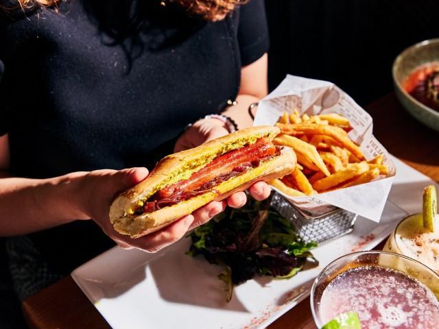 Loui's Corner Hot-dog classique